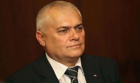 Валентин Радев атакува президента