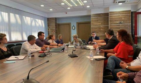 Комитова поиска 1,5 млрд. лева за АПИ от финансовия министър - 1