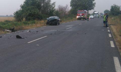 Тежък сблъсък между два леки автомобила на Подбалканския път