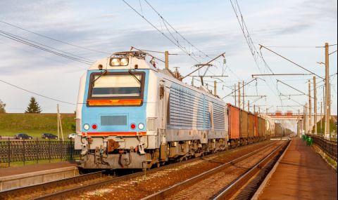 Пътнически влак предизвика смъртта на деветима работници в Китай
