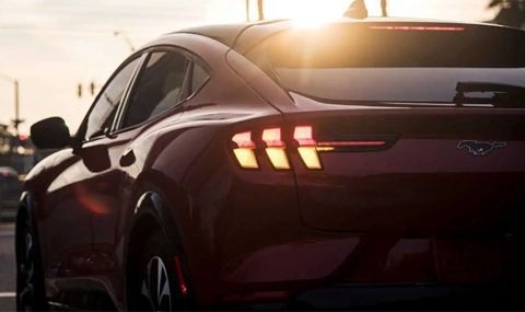 Ford упрекна Tesla за лошото ѝ качество, но веднага след това спря доставките на Mustang Mach E