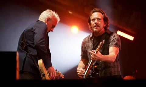 Pearl Jam отбелязва 30 години от първото си излизане на сцената с концерт