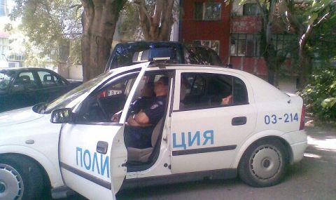 Задържан е мъж, скочил да бие медици и полицаи - 1