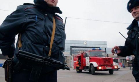 Криза! Въоръжен мъж държи 6 деца като заложници в апартамент в Санкт Петербург