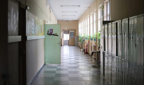 Недостиг на учители в цялата страна