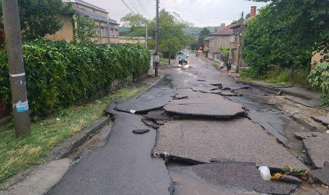 След стихията: В Лом е като след война, местните чакат помощ - 1