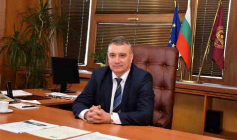 Ректорът на УНСС: Твърденията на доц. Осиковски са неверни, предизборна агитация в университета нямаше