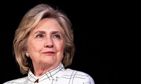 """Клинтън каза, че """"никой не харесва"""" Сандърс"""