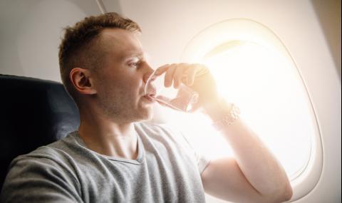 Не пийте това в самолета