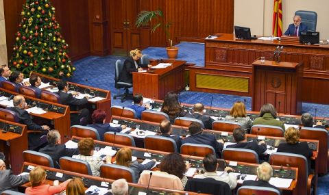 Парламентът в Скопие прие важна резолюция за държавната позиция в преговорите с България - 1