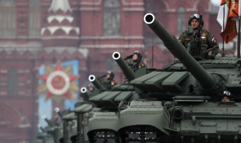 Най-нова военна техника на парада на победата от Червения площад (ВИДЕО)