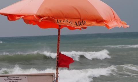 Продължават да търсят момичето, погълнато от Черно море
