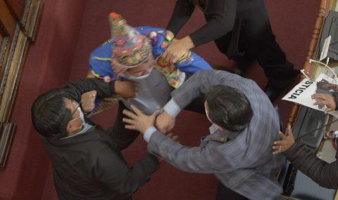 Бой в парламента на Боливия