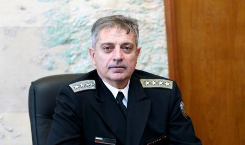 Адмирал Ефтимов предупреди за проблеми пред армията