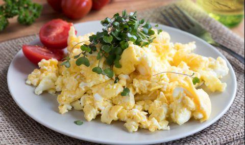 Рецепта за вечеря: Бъркани яйца с кейл и моцарела - 1