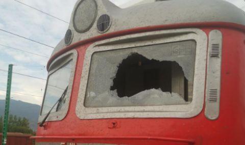 В България случаите на хвърлени камъни по влакове са стотици