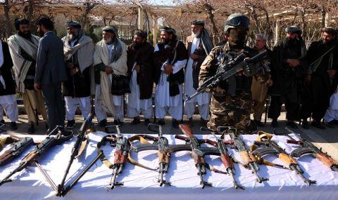 Талибаните смазват мирните протести в Афганистан с бойни муниции, палки и камшици - 1