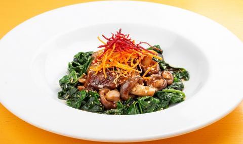 Рецепта за вечеря: Топла салата със спанак