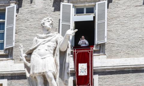 Папа Франциск очарован от срещата Тръмп-Ким Чен Ун