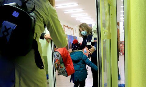 Образователният министър предлага компенсации за родители с деца, неприети в детски градини