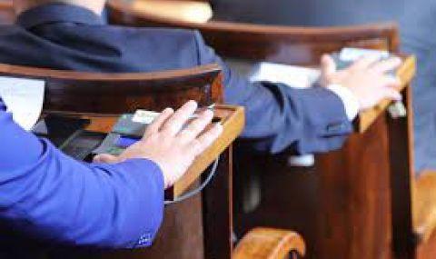 Парламентът решава окончателно за пенсиите и добавките - 1