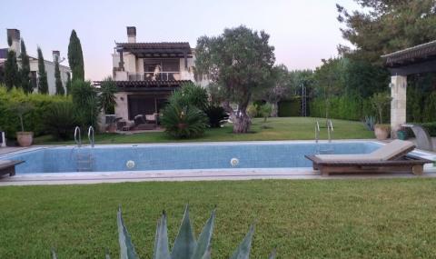 Пеевски купил къщи на Борисов и Мавродиев на п-в Халкидики заради заслугите им при фалита на КТБ (СНИМКИ)