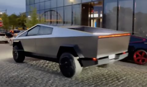 Пикапът на Tesla обиколи Ню Йорк (ВИДЕО)