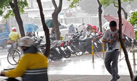Евакуираха 110 000 души в Япония заради тайфун