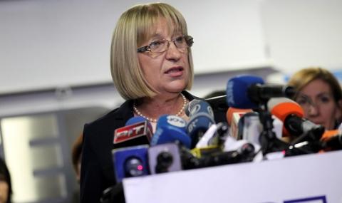 Цецка Цачева остава председател на парламента
