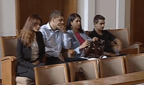Трима от битите протестиращи в НС – залата им ръкопляска, но не и ГЕРБ - 1