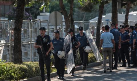 Турция осъди служител на американското консулство