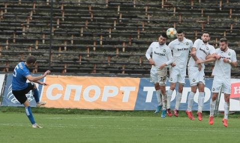 Футболист на Черно море: Националният тим е пълен фарс