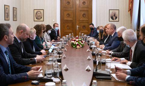 Румен Радев: ЕС трябва да е силно ангажиран с борбата срещу корупцията в България - 1