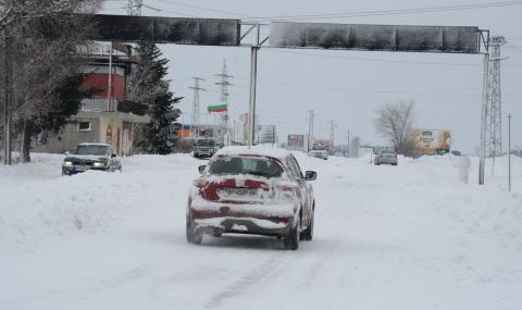 Военнослужещи чистят пътища в Североизточна България