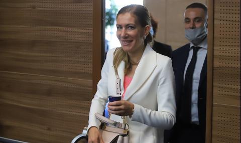 Николина Ангелкова с нов нос