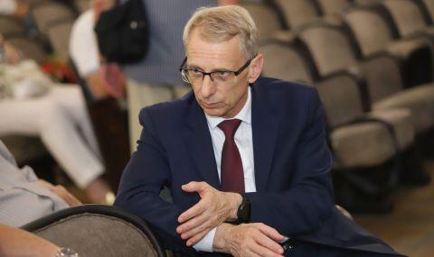 Проф. Денков призова лекари и учители да се ваксинират - 1