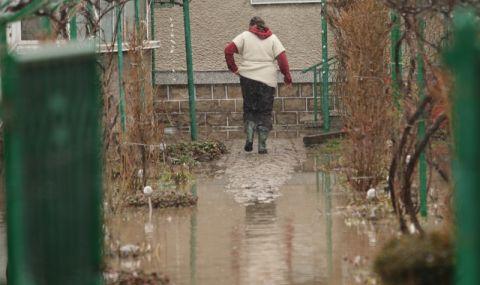 Къщи в бургаско село се разпадат след наводнение