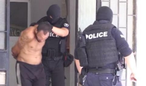 Спецакция в циганската махала в Бургас, десетима са арестувани