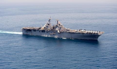 Американски кораб мина през Тайванския проток