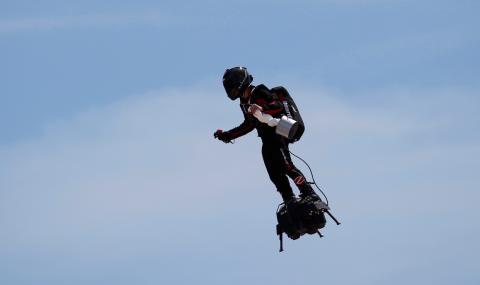 Летящият супергерой падна във водата (ВИДЕО)