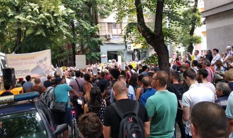 """Протестите започнаха, """"Оставка"""", """"Мафия"""" и """"Гешев вън"""" чу ВСС днес (СНИМКИ)"""
