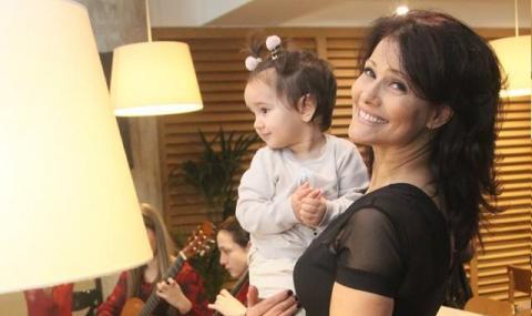 Камелия Воче посрещна втора внучка