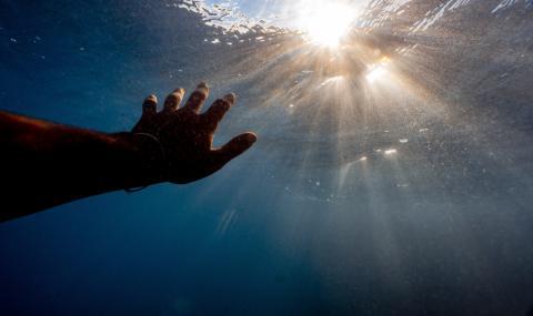 Мъж се удави, докато предлага брак на любимата