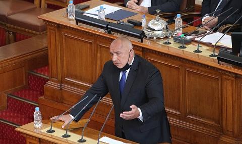 Вижте как премиерът Борисов се бори със скуката в Народното събрание (ВИДЕО)