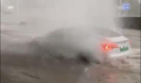 Tesla Model 3 показа, че може да плува (ВИДЕО) - 1