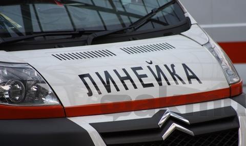 Мъж загина, притиснат между два камиона