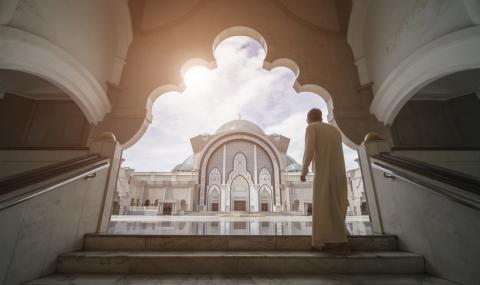 Започва свещеният мюсюлмански месец