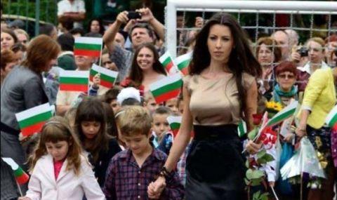 Волейболен национал лети в небесата от щастие с най-красива учителка в България - 1