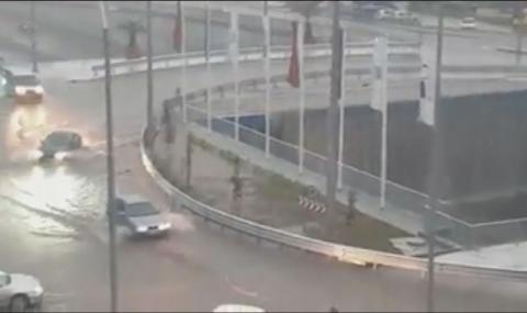 Рафтинг с коли на новото кръгово във Варна (ВИДЕО)
