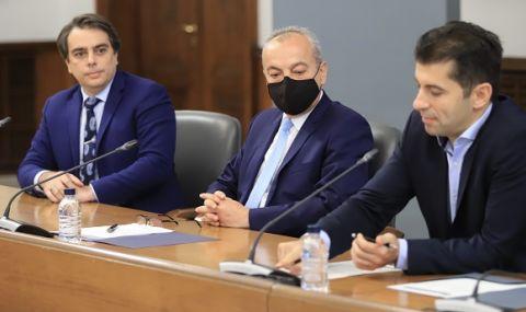 Василев и Петков да останат. Защото на България ѝ трябват